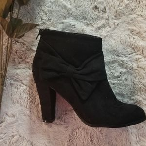 Coach And Four Black Ankle Boots Bow Accent Zipper